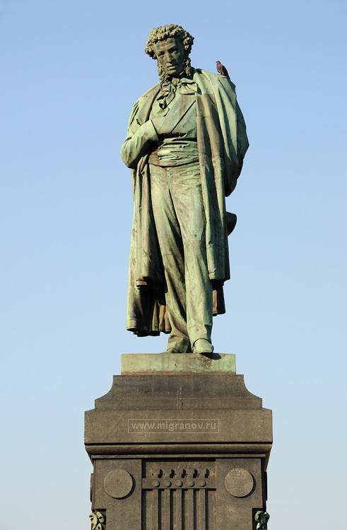 Памятник Александру Пушкину на Пушкинской площади, фото Москвы