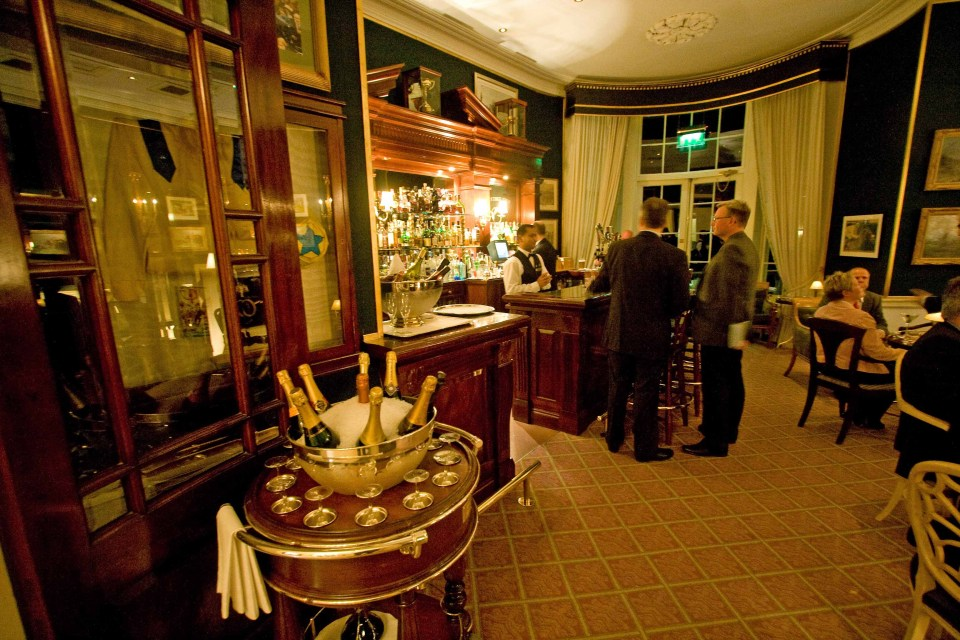 Have a drink in the hotel bar, and enjoy the style and luxury of an upmarket venue.