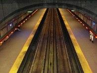 Au-dessus des voies (ligne verte, direction Honoré-Beaugrand, station Préfontaine)