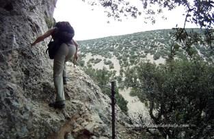 Passage aménagé dans la falaise