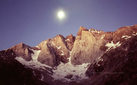 Lever de lune au Vignemale, Face Nord, 1993