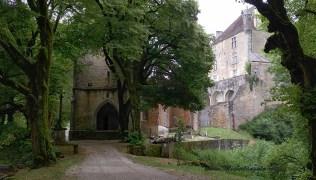Eglise et Château de Frontenay