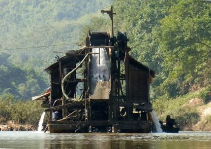 Chercheurs d'or sur la Nam Ou (Laos)