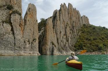 Finestres, Roques de la Vila, cote 498. La Porte Est est accessible en kayak.