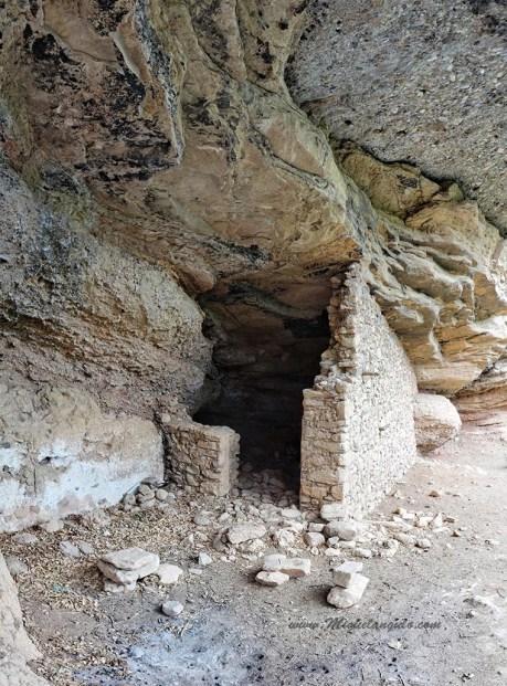 Abri sous roche près de Penavera