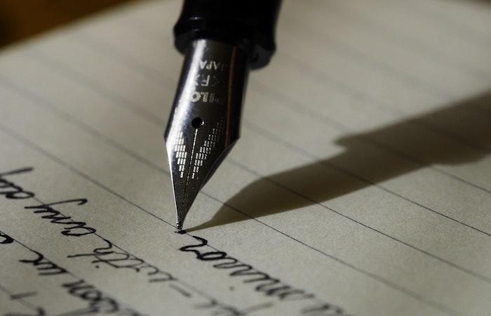 demanda judicial escrita a mano