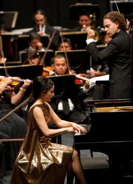 2014, Lydie Solomon, piano. Michoacan Symphony Orchestra. Ravel piano concerto. Photo, Carlos Cuin