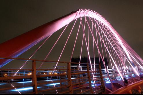 台中》被燈光和浪漫包圍的大坑粉紅情人橋