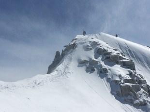 The windy summit ridge. @Ionel Suciu