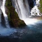 シャスタマジック!必見の滝、虹のバーニーフォールズ