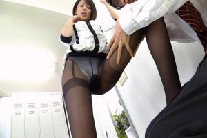 夏目優希 巨乳美女が美脚に黒パンスト着用!M男に顔面騎乗して卑猥な股ぐらを押し付けてパンスト破ってチンコ挿入悶絶射精