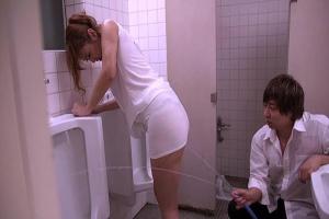 若菜奈央 白いワンピース姿の女教師をトイレで水責め!巨乳おっぱいが透けてエロすぎる