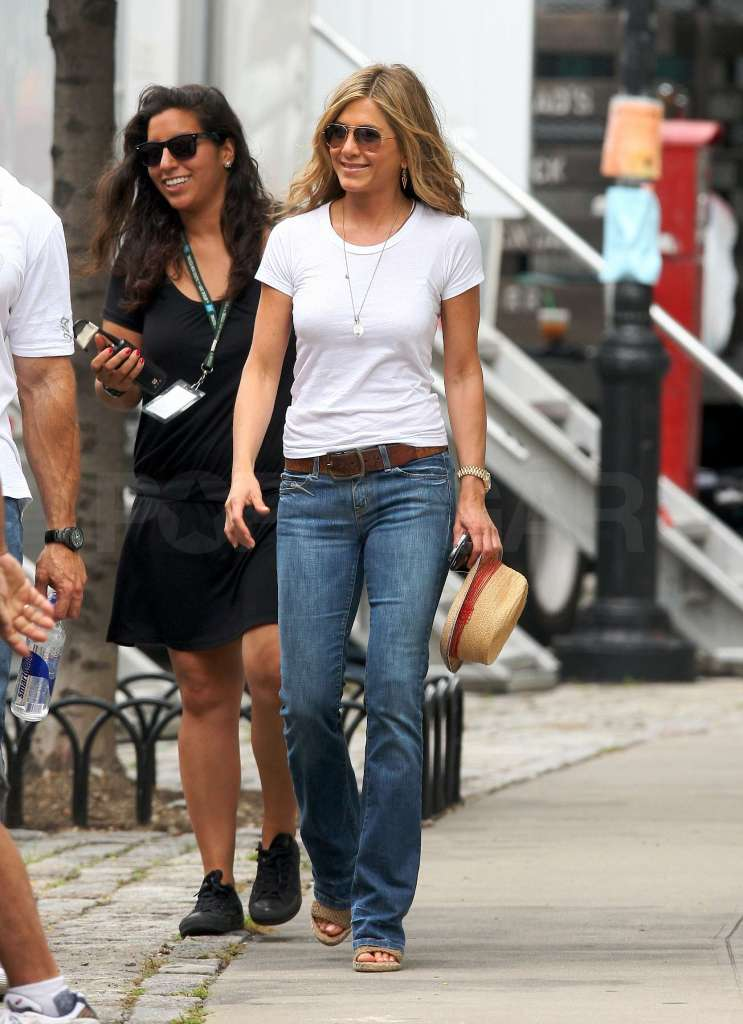 "NON EXCLUSIVE July 29th 2009 : Jennifer Aniston and Gerard Butler on the set of there latest movie "" The Bounty "" filming in New York city, USA. Pictured: jennifer aniston, gerard butler Ref: SPL116265  290709   Picture by: PPNY / GSNY /  Splash News Splash News and Pictures Los Angeles:310-821-2666 New York:	212-619-2666 London:	870-934-2666 photodesk@splashnews.com"