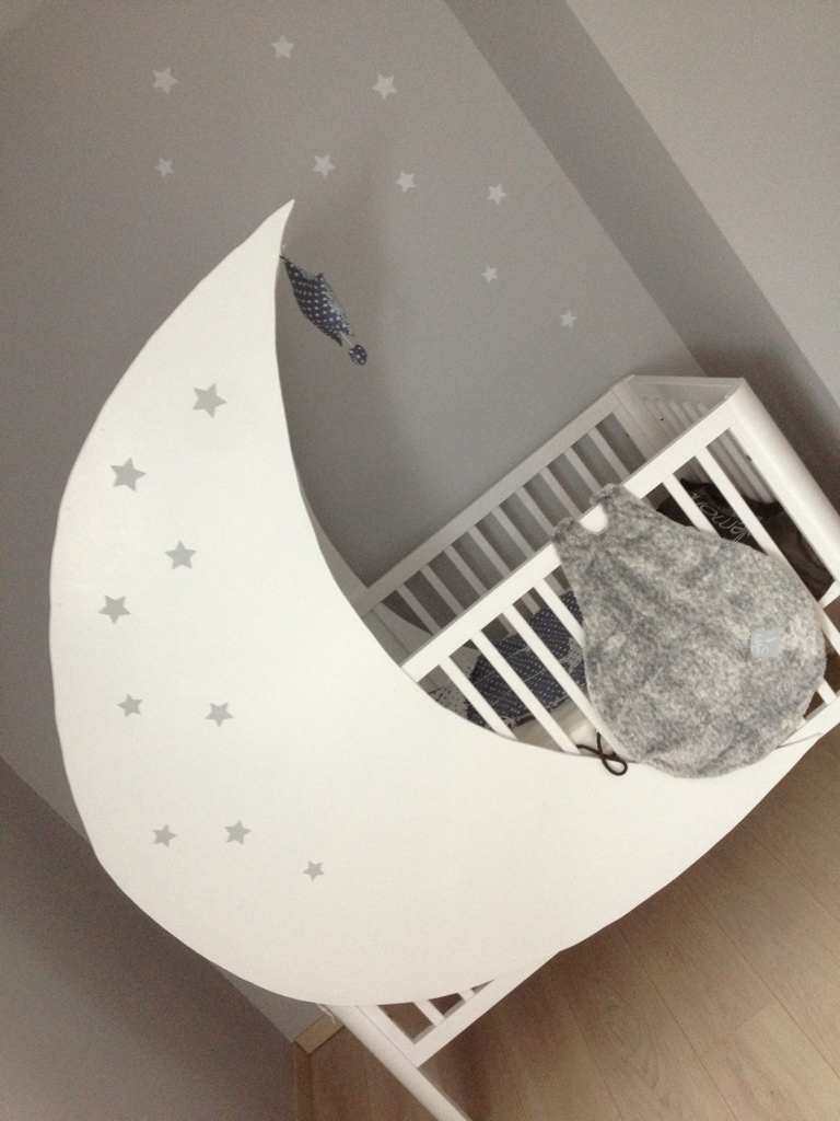 chambre bebe berceau lune mobile