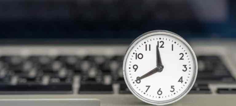 Как добавить дополнительные часы для разных часовых поясов в Windows 10
