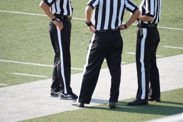 レフェリーとアンパイア の違い【referee:審査を委託される人】【umpire:仲裁人】