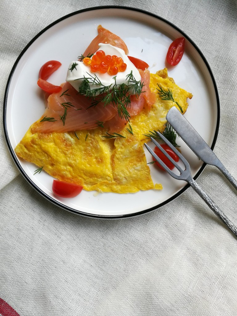 omelet met zalm en zure room