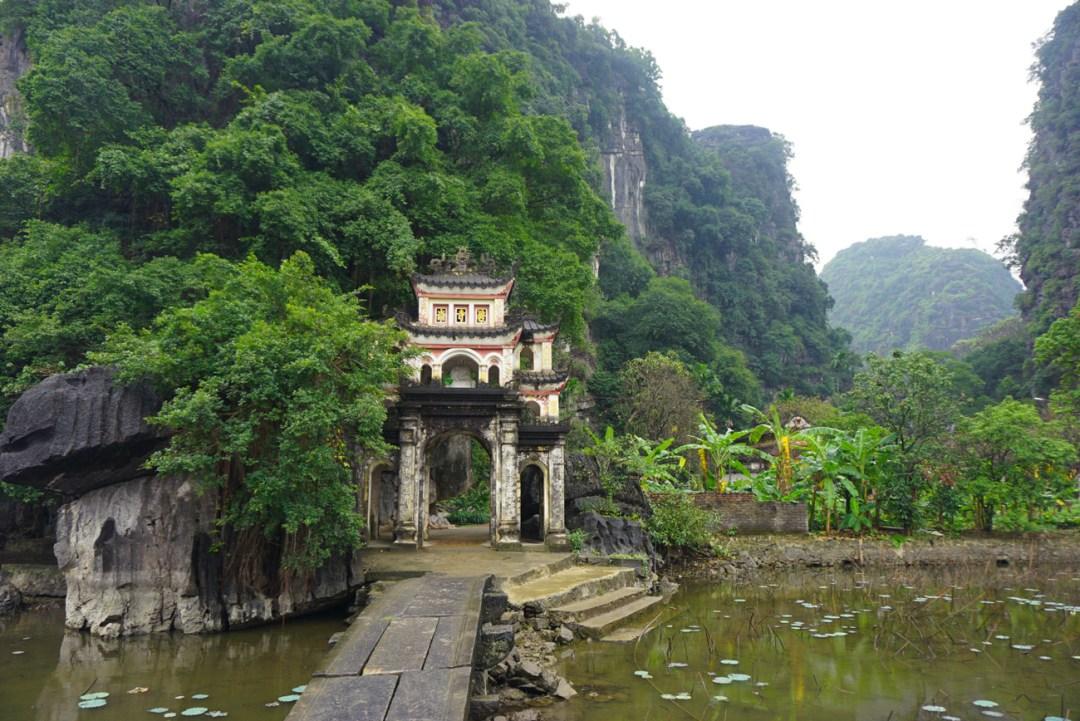 Chua Linh Coc Pagoda