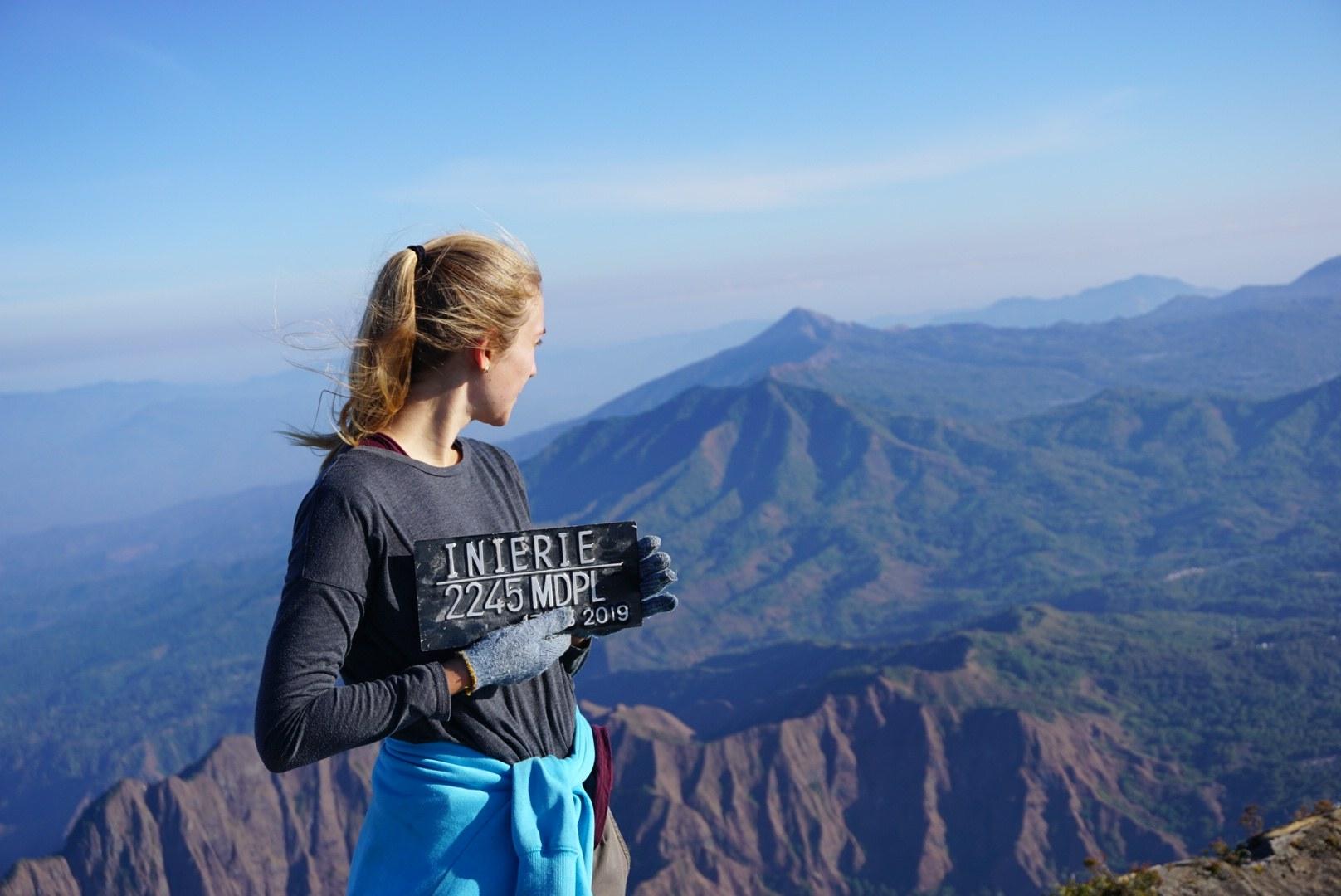 Inierie vulkaan top volcano