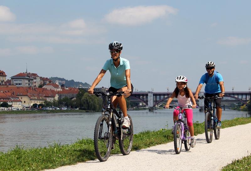 kolesarjenje ob dravi, maribor, cycling along river, drava, ales fevzer, bron Maribor tourism, mijnslovenie