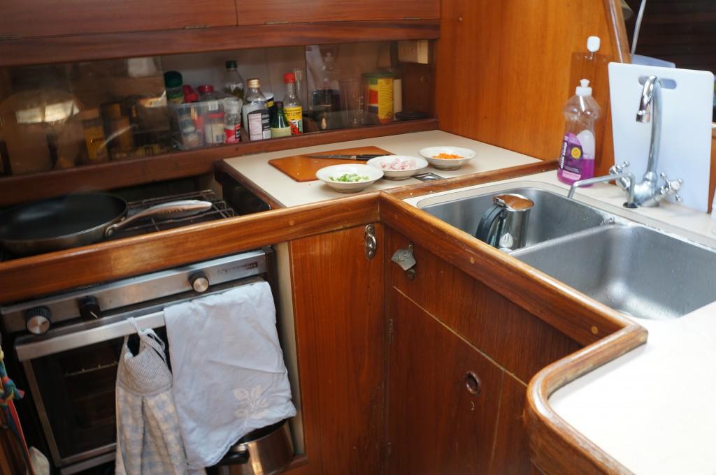 ヨット、船内、キッチン