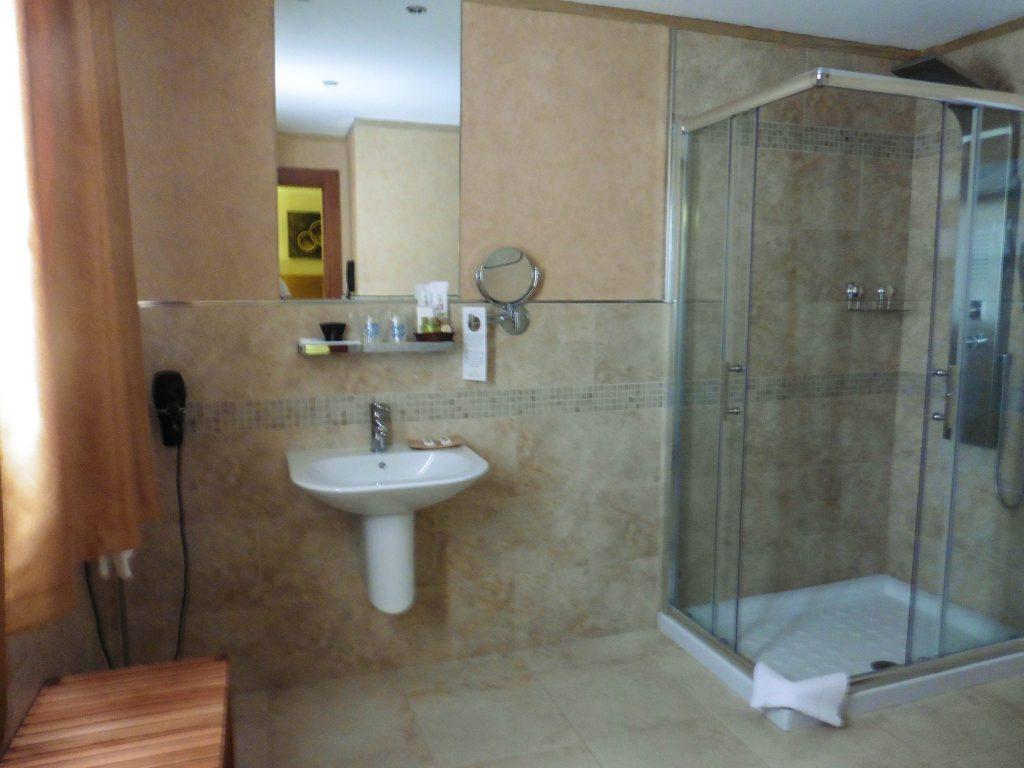 Salle de bain, avec douche massante s'il vous plaît