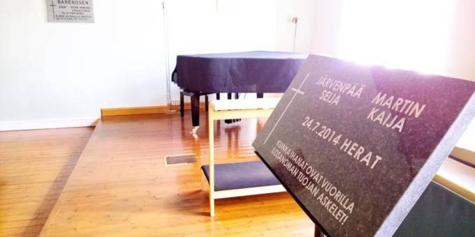 Muistokivi Seija Järvenpää ja Kaija Martin