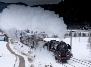 Steam locomotive, snow.