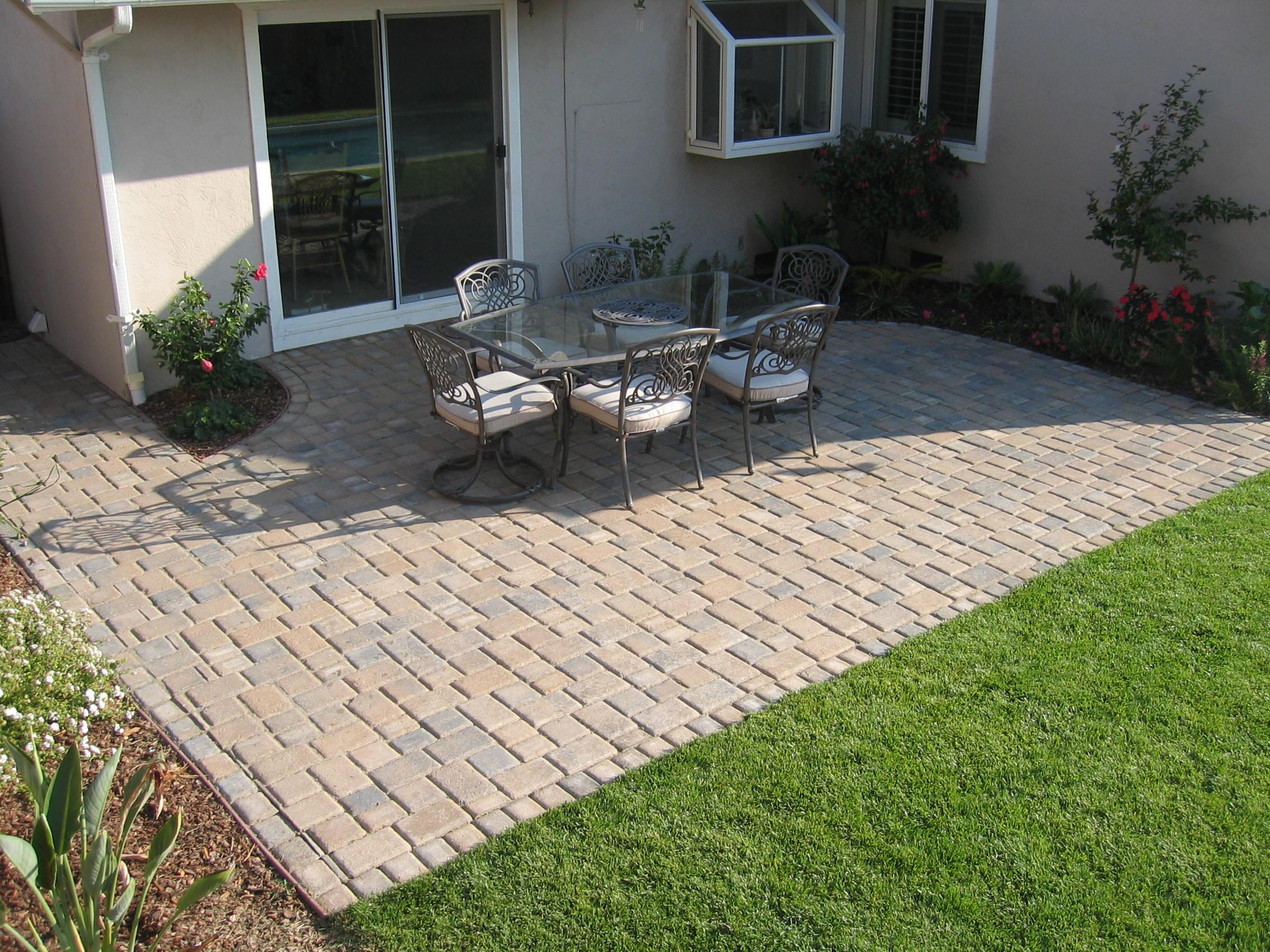 Rectangular Paver Patio Designs • Patio Ideas on Small Backyard Brick Patio Ideas id=49498