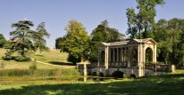 Approaching the Palladian Bridge from the west