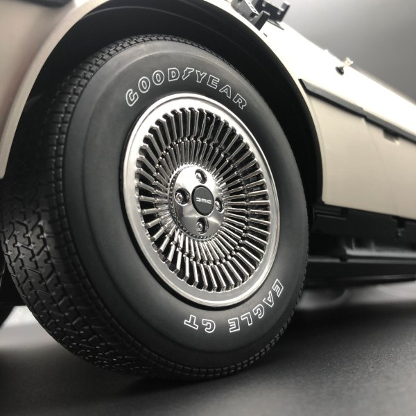 Magnetic Wheel Cap mod fitted on DeLorean wheel