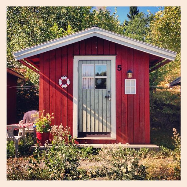 Mały drewniany domek, czyli longshadow na żywo :)