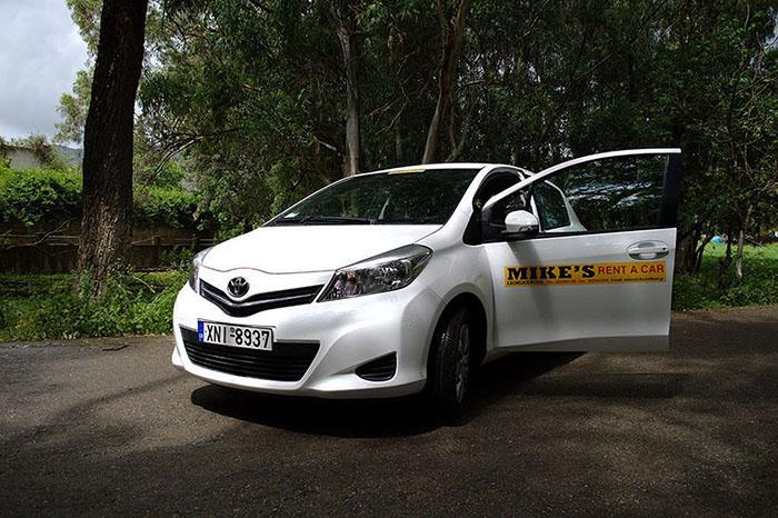 TOYOTA YARIS AUTO + GPS (5 SEATS)