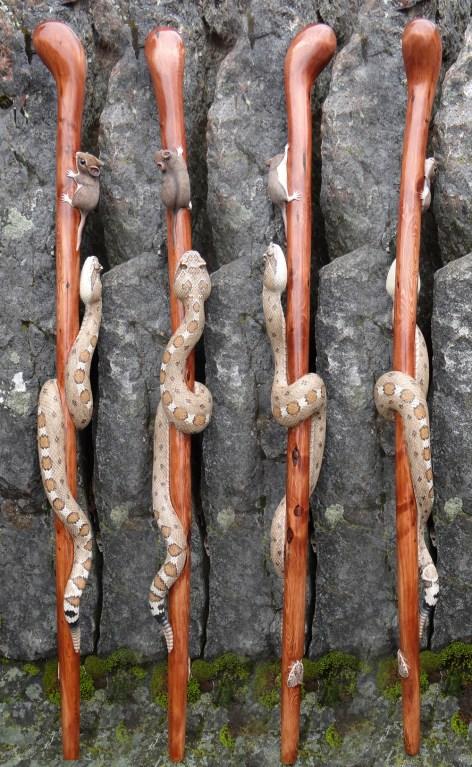 Baston de madera con víbora y raton
