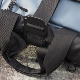 Note the tote handles, which clip together magnetically.