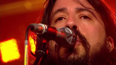Foo Fighters Snl Christmas.Foo Fighters Debut Everlong Christmas Medley On Snl Mike S