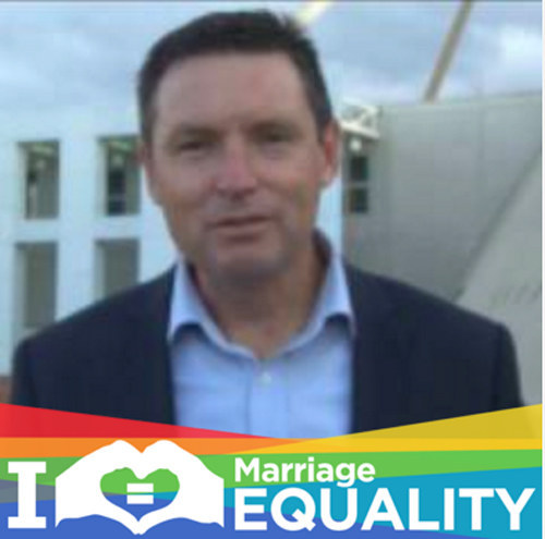 Lyle Shelton calls the police