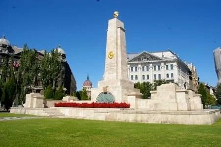 Praça Szabadság em Budapeste