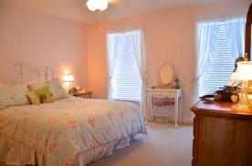 22 Clover Leaf Pink Bedroom