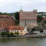 På toppen bak disse bygningene lå slottet.