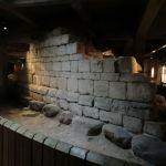 Deler av den hvite kalksteinsmuren til Absalons borg.