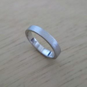 ヘアライン仕上げの平打ち結婚指輪シルバー