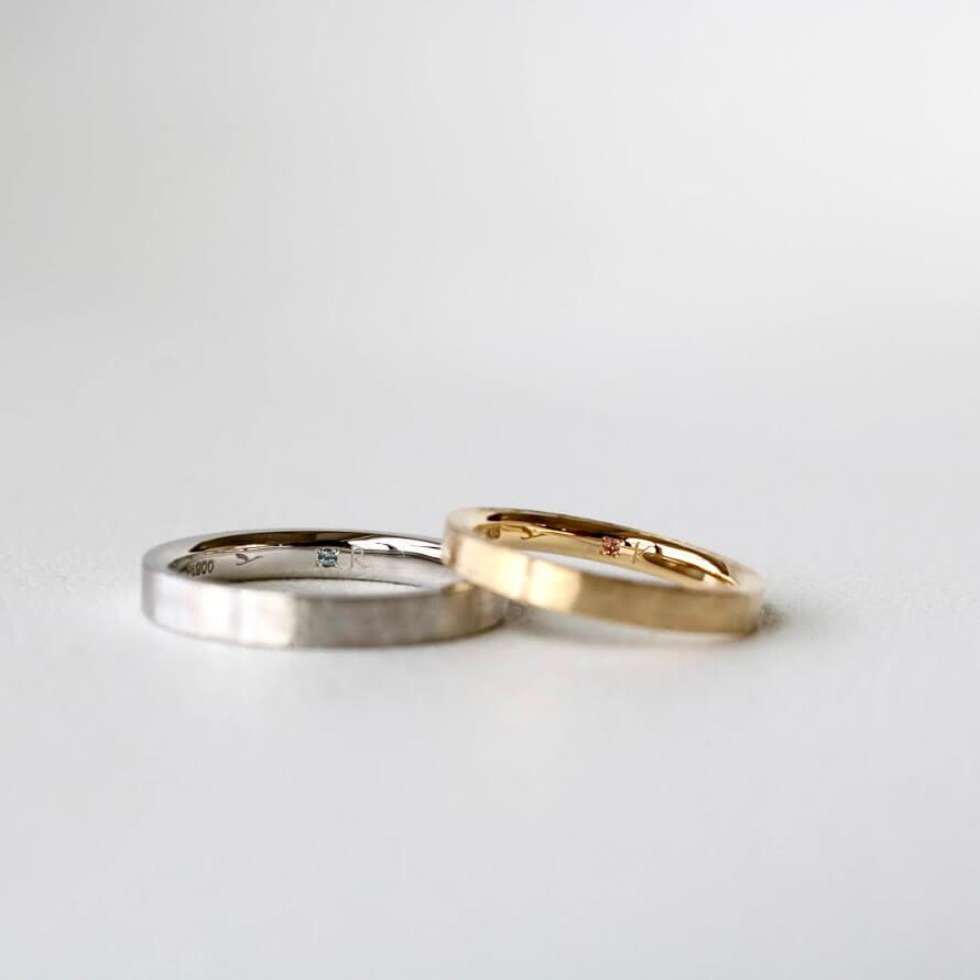 結婚指輪の内側(裏側)に留めた誕生石