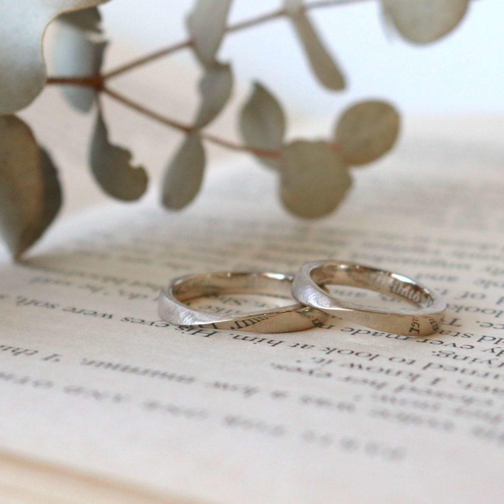 リボンデザインの結婚指輪