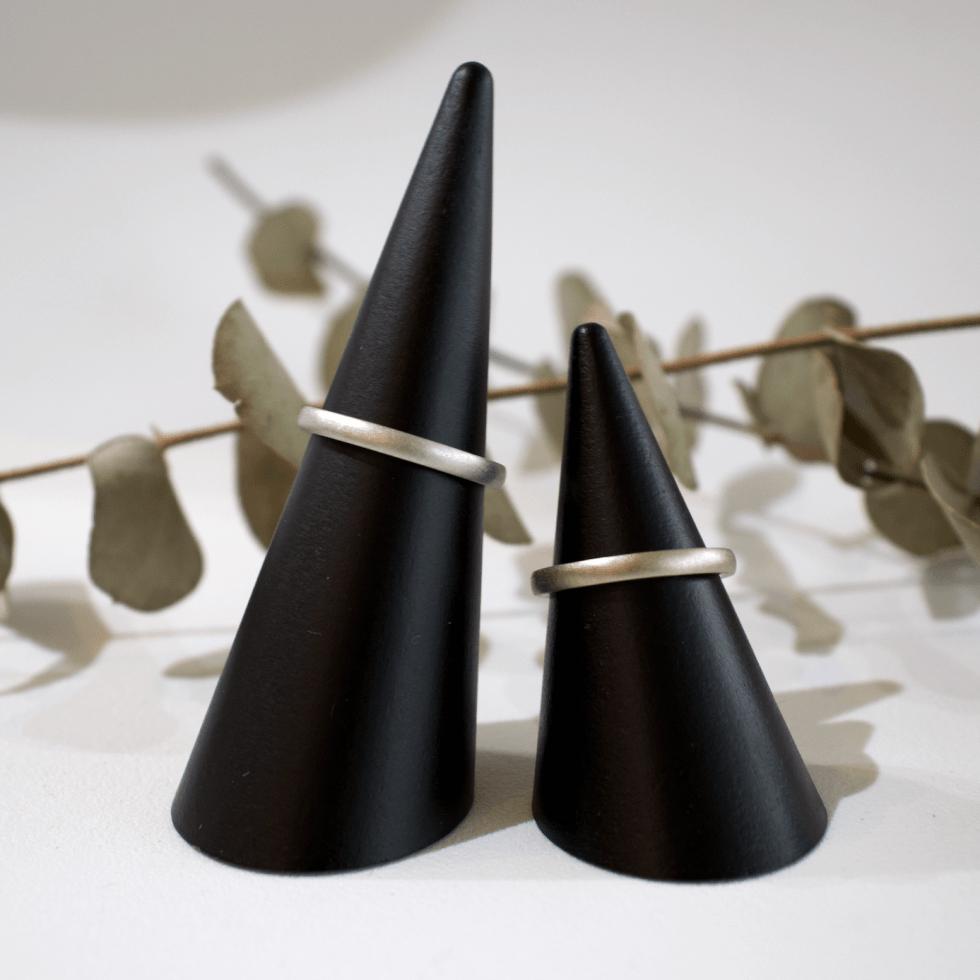 手に馴染むマットの質感を大切にした平甲丸の結婚指輪