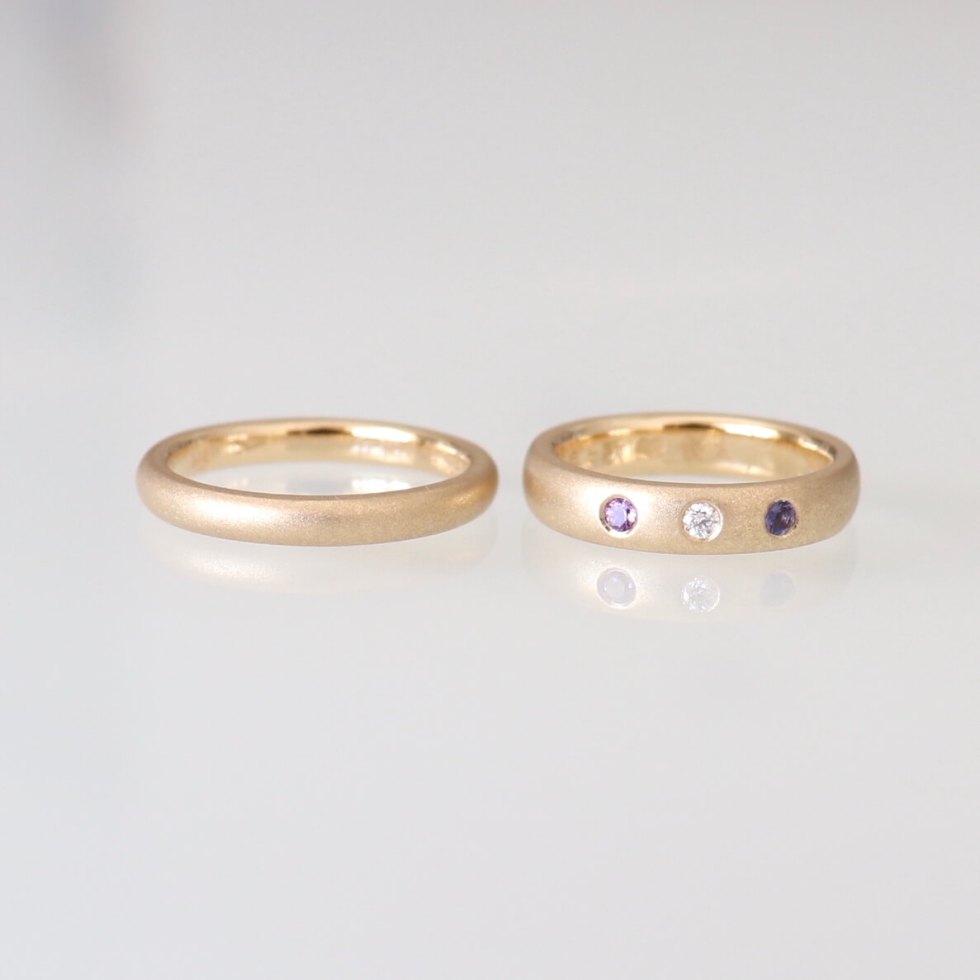 アメシストとアイオライトとダイヤモンドをあしらった結婚指輪