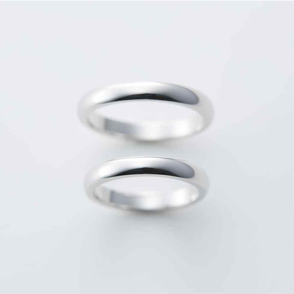 シンプルな甲丸リングの結婚指輪