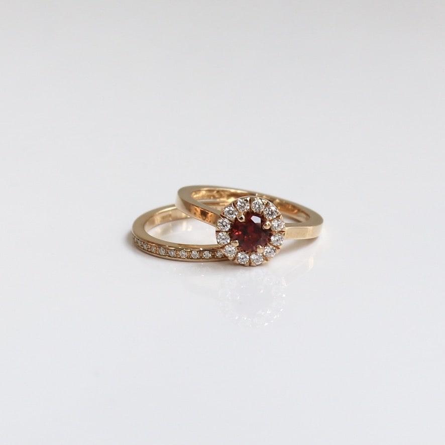 ゴージャスな結婚指輪の魅力とは|人気デザインのアレンジの紹介