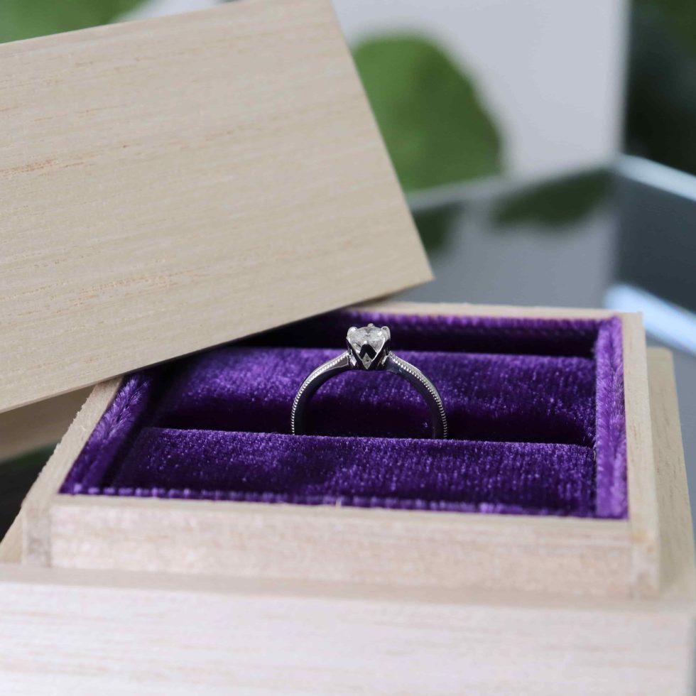 鶴(mikoto)の桐箱に入れた婚約指輪
