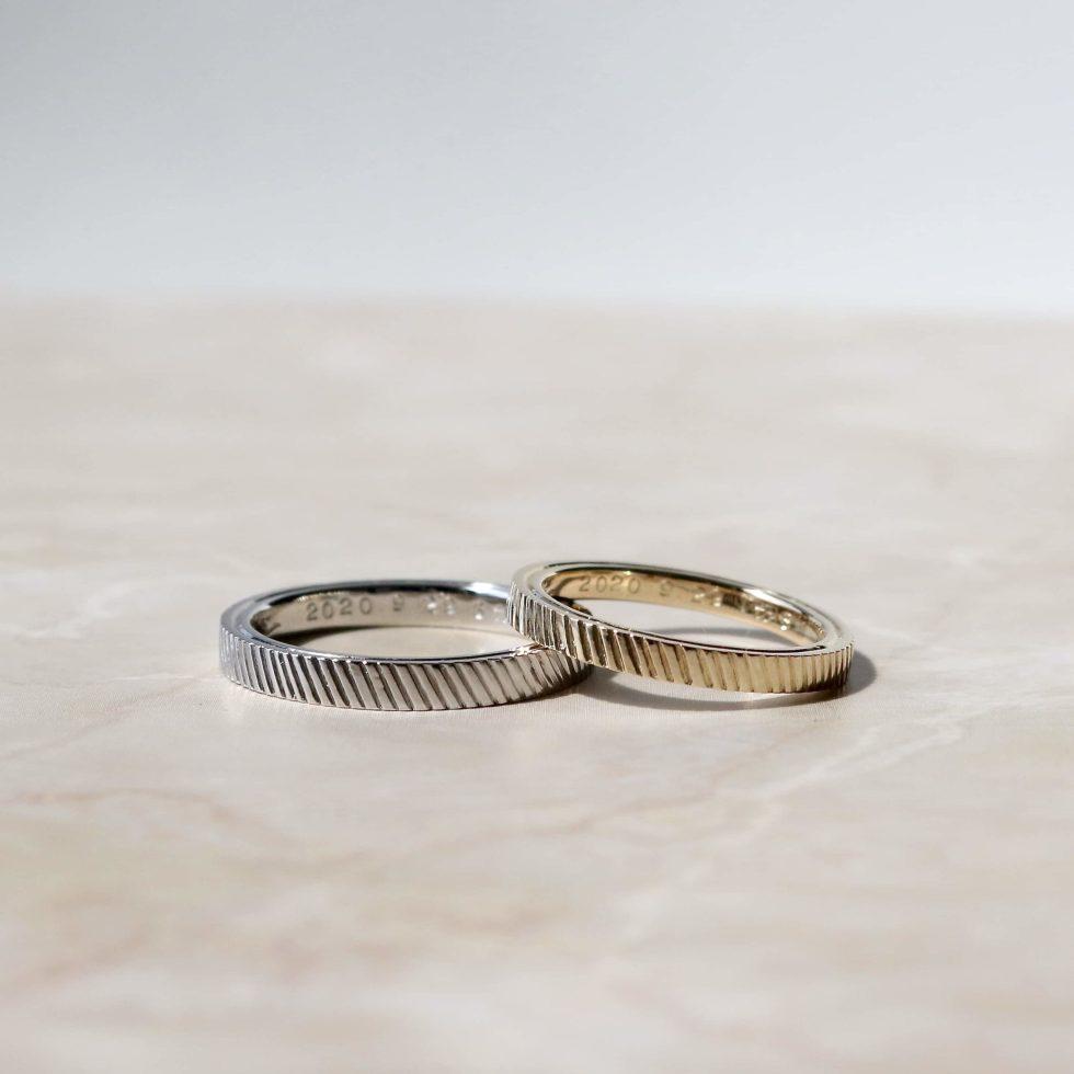 """彫り模様を施した色違いの結婚指輪"""""""""""